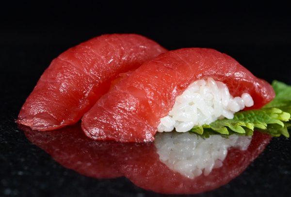 Maguro (tuna) nigiri